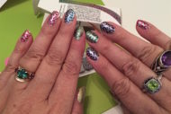 Steps for using Sally Hansen Salon Effects Real Nail Polish Strips. Read how to do it and more manicure tips!