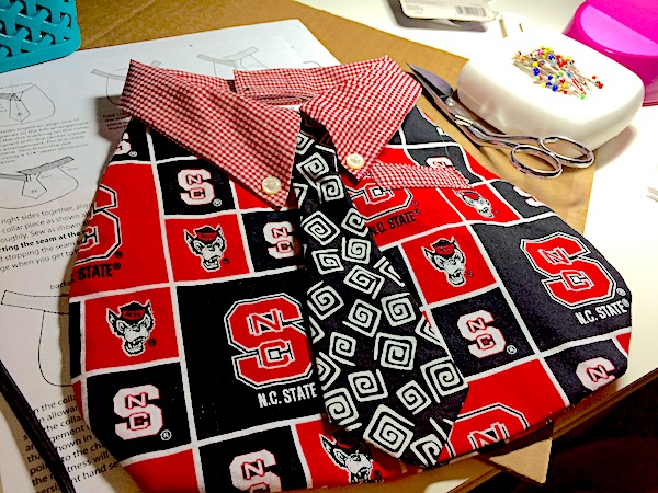 Baby bib – quick DIY school spirit shirt and tie
