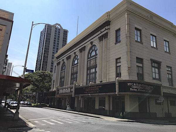 chinatown-hawaii-theatre-front